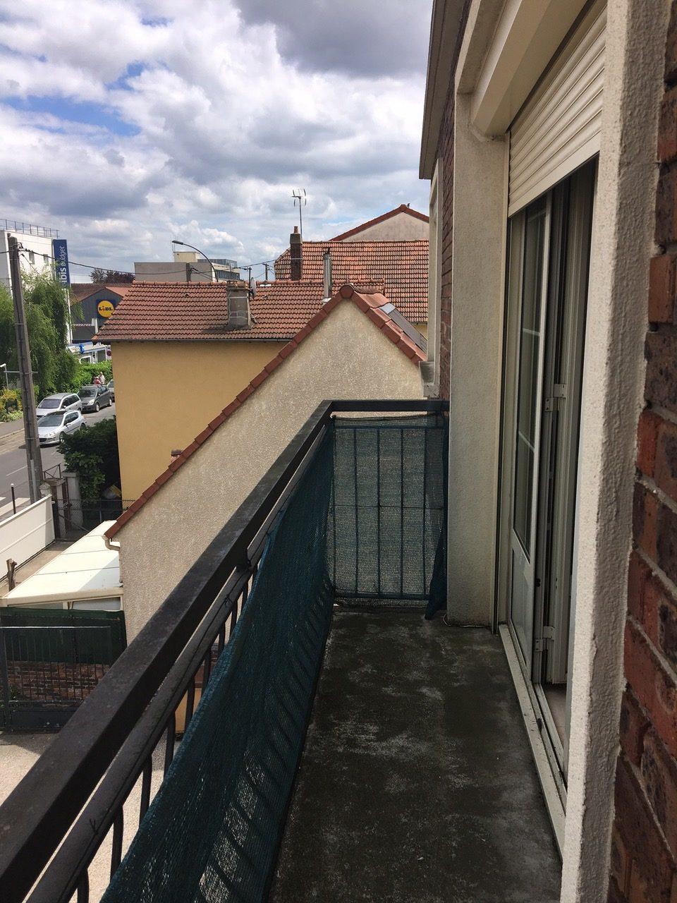 Visite de l'un des appartements : le balcon